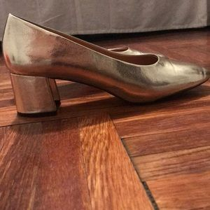 Zara Shoes - Metallic Gold Zara pumps. Fits size 10